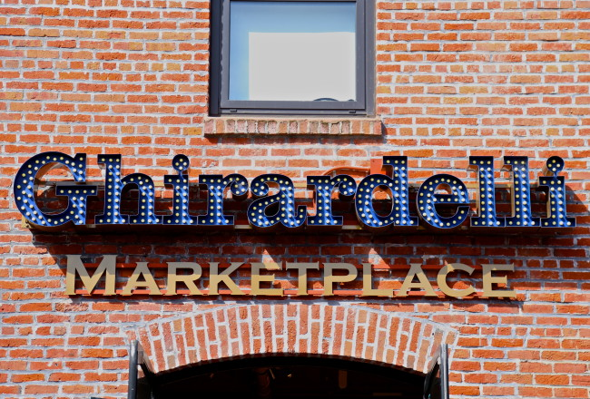 ghirardelli-square-san-francisco-california-chocolat