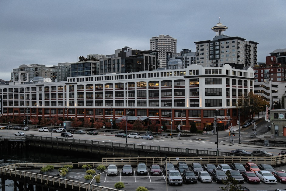 space-needle-seattle-edgwater-hotel-waterfront-downtown