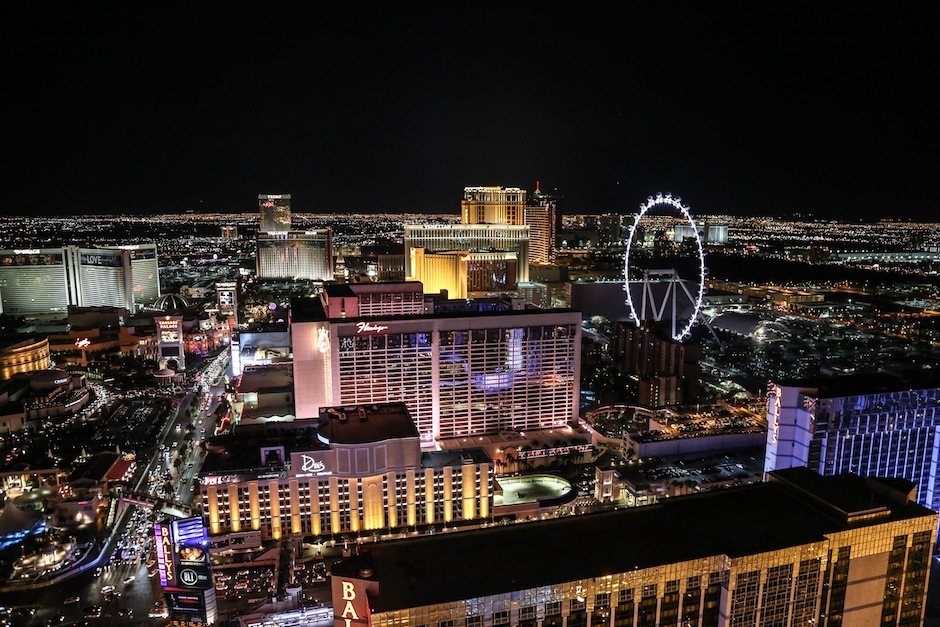 strip-las-vegas-vue-hotel-eiffel-tower